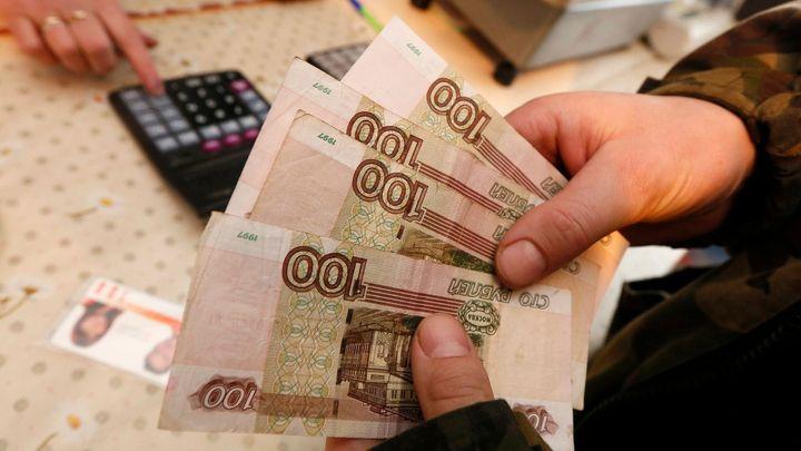 Ruská centrální banka překvapivě snížila úroky, rubl klesl