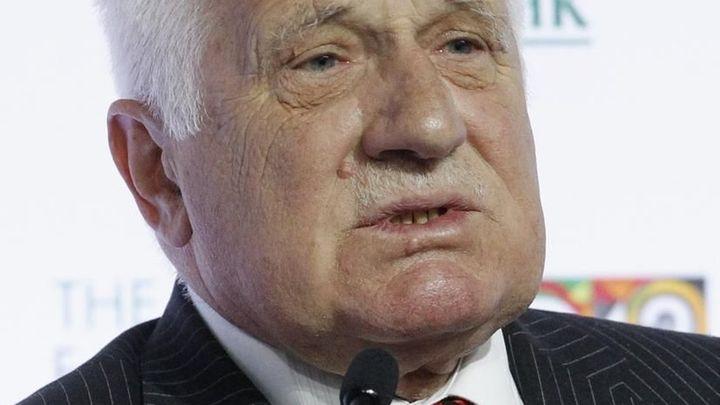 Klaus: ČNB pomáhá intervencí vládě umazat dluh