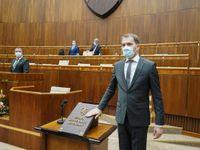 Slovensko zavede kvůli koronaviru zákaz vycházení, obnoví i hraniční kontroly