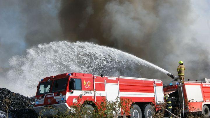 V Kouřimi na Kolínsku hoří plynová kompresní stanice, hasiči budou zasahovat do noci