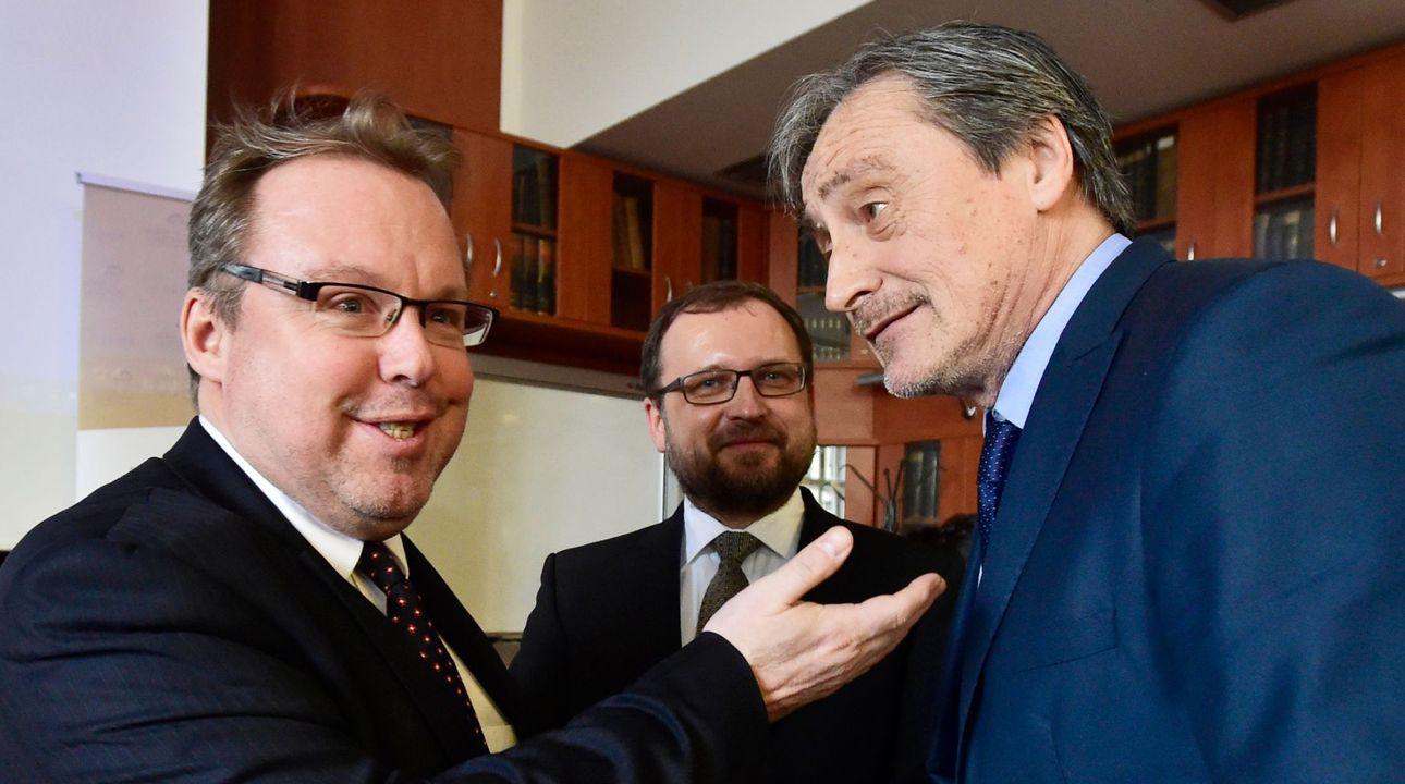 Prorektor Karlovy univerzity Kovář podezřelý z plagiátorství rezignoval