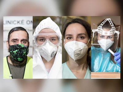 Foto: Učitelka, číšník, medik. Portréty patnácti dobrovolníků. Proč pomáhají a jak?