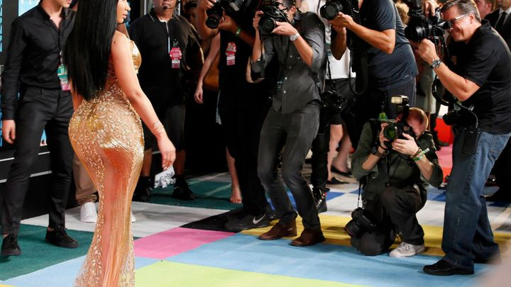 the negative impact of celebrity fashion The glamorization of hollywood has a negative toll on every action a celebrity makes is molding a series of teens that will indeed be a negative influence.