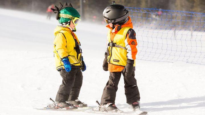 Tipy, kam vyrazit s dětmi na lyže. V Rakousku vám pohlídají u vleku i roční batole