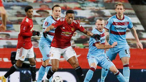 Osmifinále FA Cupu 2021, Manchester United - West Ham: Anthony Martial proti Vladimíru Coufalovi.