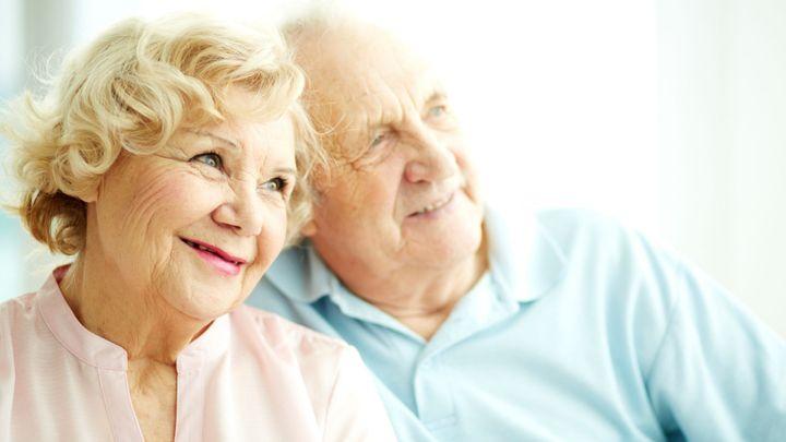 Důchod bude čtvrtinu života, páry se podělí, navrhla komise