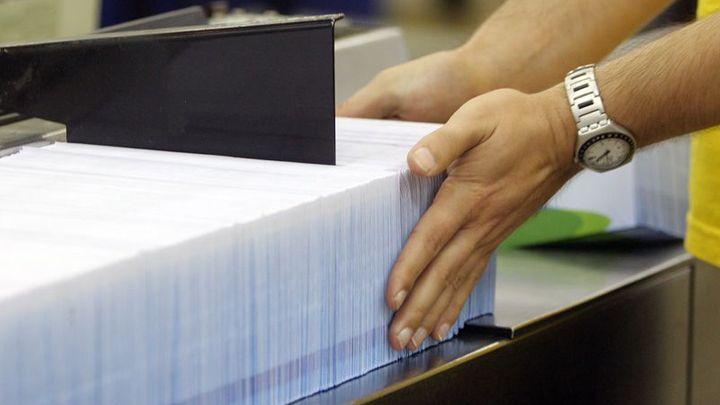 Česká pošta zvýhodnila Tesco, dostala vysokou pokutu