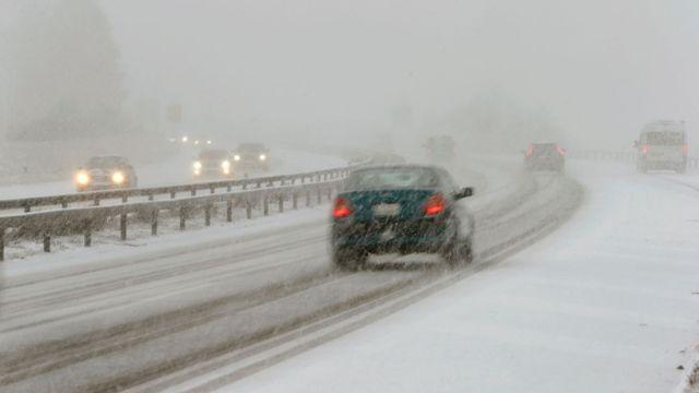 cae56b67b Dopravu v Česku komplikuje sníh a náledí. Většina tahů je s opatrností  sjízdná