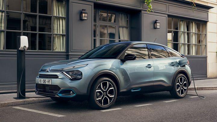 Francouzi dotahují elektrický VW ID.3. Citroën ë-C4 je levnější a má podobný dojezd