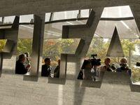 Policie zatkla šéfy světového fotbalu. Jsou viněni z korupce