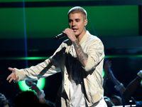 Justin Bieber se na koncertě rozčiloval na ječící fanoušky. Občas si připadám jako zvíře v zoo, říká