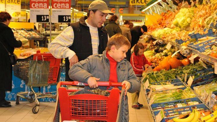 Češi nechali peněženky otevřené, obchodům dál rostou tržby