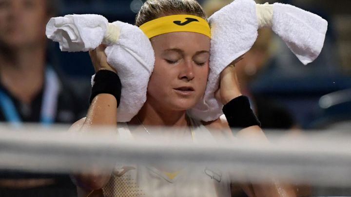 Bouzková v krizi. Vyčerpaná Češka plakala, padla v jedné z nejdelších bitev historie; Zdroj foto: Reuters