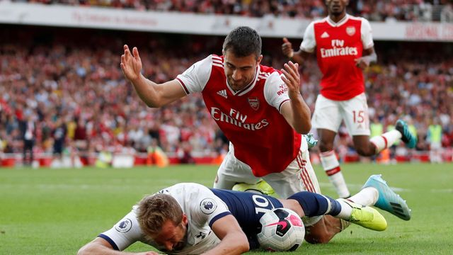Premier League: Arsenal vs. Tottenham Hotspur, Harry Kane, Sokratis Papastathopoulos