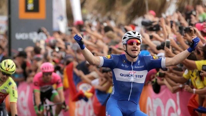 Viviani vybojoval na Giru třetí etapový vavřín i s pomocí Štybara, dál vede Yates