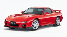 Rotačním motorem je dodnes unikátní. Mazda RX-7 slaví čtyřicet let, inspirovala se i u Porsche
