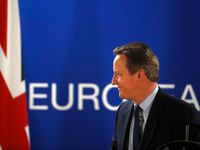 Živě: Proboha, člověče, odejdi! Cameron vyzval vůdce labouristů Corbyna k rezignaci