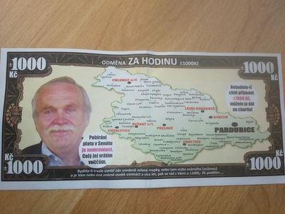 Kdo mi dá hlas, dostane tisíc korun a testy DNA k tomu, slibuje voličům kandidát do Senátu