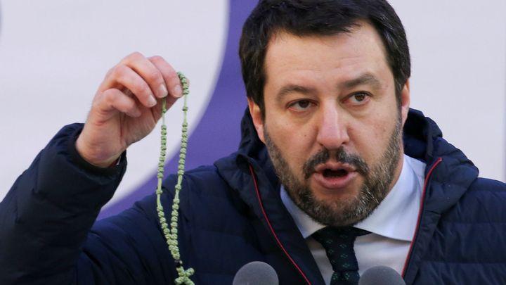 Takové děsy nezvažujeme, řekl italský ministr vnitra o rodičovství homosexuálů