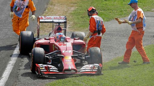Ferrari Formula One driver Fernando Alonso of Spain stops the race as his car breaks down during the Italian F1 Grand Prix in Monza September 7, 2014. REUTERS/Stefano Rel