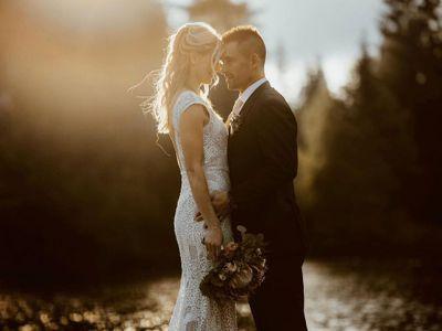 Hokejista Tomáš Plekanec a bývalá profesionální tenistka Lucie Šafářová se vzali. Jak jejich svatební oděvy zhodnotili fanoušci a módní kritička?