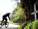 Ráj pro cyklisty. Nebezpečná Cesta smrti láká milovníky adrenalinu