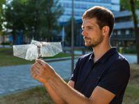 Obrazem: Český mladík sestrojil hmyzího robota. Vynález pomůže zdokonalit drony