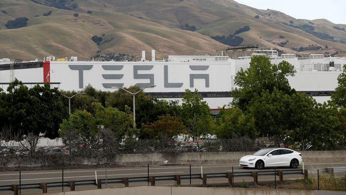 Tesla je nejhodnotnější automobilkou světa, překonala Toyotu