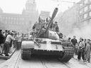 """Ruský politolog hájí invazi do Československa, Sovětský svaz v srpnu 1968 prý jen bránil """"to své"""""""