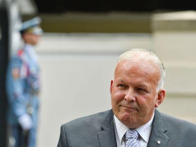 Vláda přišla kvůli skandálu s opisováním o dalšího ministra. Krčál rezignoval, nahradí ho Maláčová