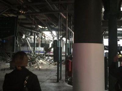 V New Jersey narazil vlak do nástupiště. Nejméně tři lidé zemřeli, zraněných je přes sto
