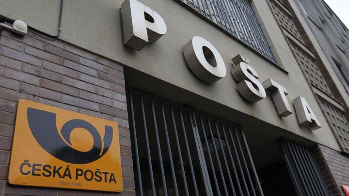 Z České pošty akciovka nebude, pobočky chce vláda zachovat
