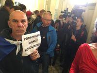 Spor o hidžáb: Rozsudek, nechutní islamofobové, Klaus a Černochová nemají demonstrovat u soudu