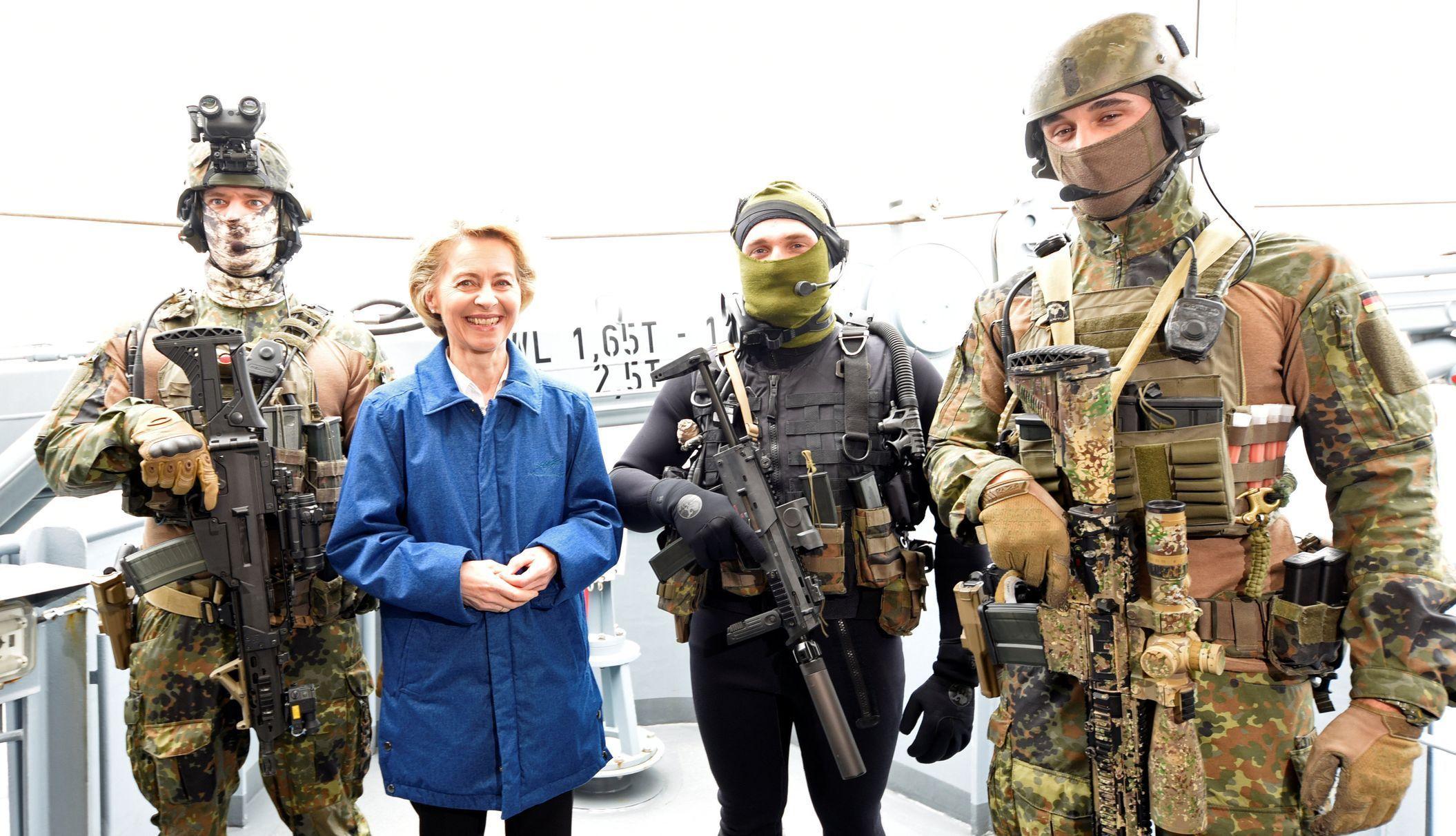 Německo armáda Bundeswehr Ursula von der Leyenová ministryně obrany na návštěvě u speciálních jednotek námořnictva v Kielu