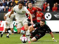 Koubek neodolal drtivé síle. Paris St. Germain vyhrál v Rennes a je stále bez ztráty