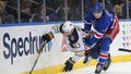 NHL 2019/20, New York Rangers - Buffalo Sabres: Filip Chytil (72) a Conor Sheary (43)