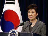"""Jihokorejský parlament odvolal neoblíbenou prezidentku. Ovládal ji """"Rasputin v sukni"""""""