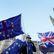 Britský parlament bude mít rozhodující slovo v brexitu, Mayová se dostává pod tlak i ve své straně