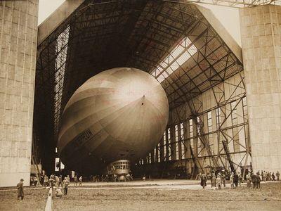 """Obletěla svět, skončila ale """"sešrotovaná"""". Unikátní snímky vzducholodi Zeppelin"""