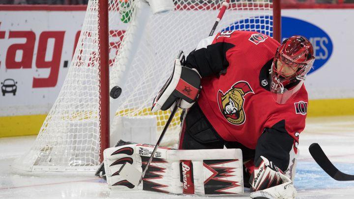 Rok nedošel ani do supermarketu. Brankář NHL líčí, jak mu rána pukem zničila kariéru; Zdroj foto: Reuters