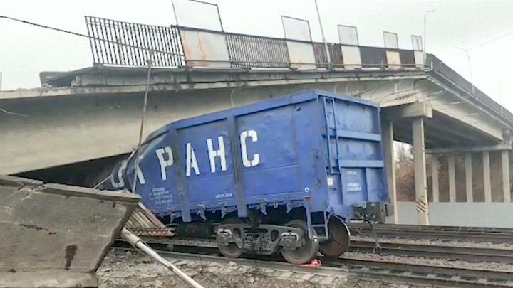 Provoz na ruské vlakové tepně se zastavil. Na transsibiřskou magistrálu spadl most