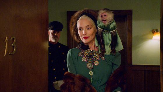 Sharon Stoneová jako Lenore Osgoodová.