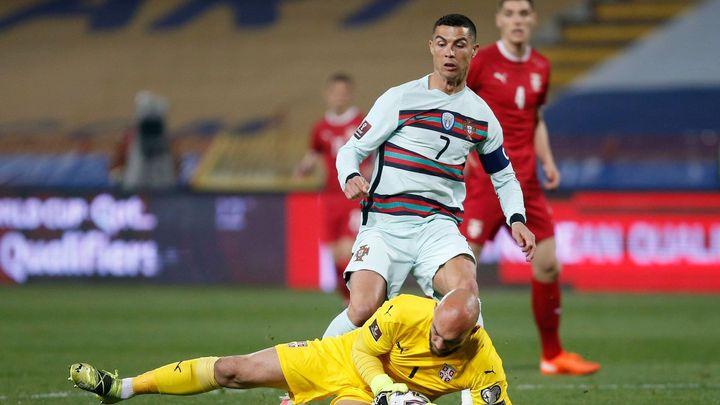 Rozzuřený Ronaldo zahodil kapitánskou pásku. Sudí mu neznal vítězný gól