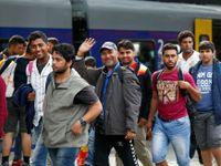 Živě: Vlak se stovkami běženců dorazil do Mnichova
