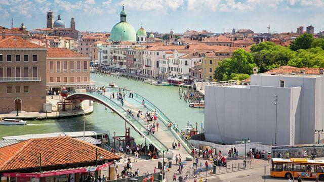 Známý architekt zaplatí Benátkám odškodné. Při návrhu mostu nepočítal s houfy turistů