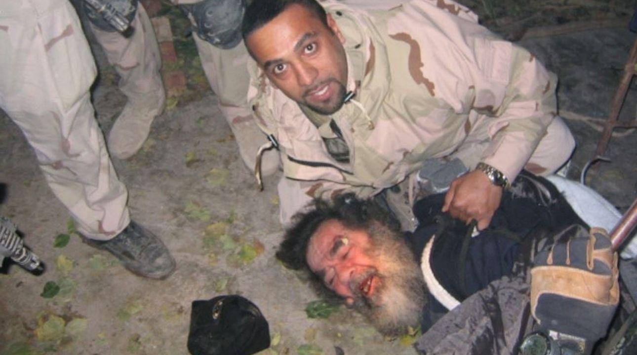 Foto: Skrýval se v díře, ven ho vytáhl tlumočník. Před 15 lety zajali Saddáma Husajna