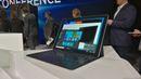 """Samsung Galaxy Tab Pro S: Samsung představil tablet s operačním systémem Windows 10, a protože patří do rodiny Galaxy Tab S, má krásný OLED displej s vysokým rozlišením 2560 x 1440 bodů na úhlopříčce 12,5"""". Samsung pro tablet vyvinul i povedenou klávesnici."""