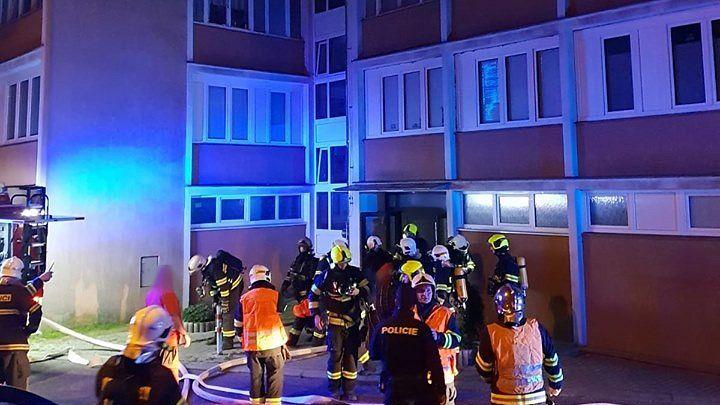V Liberci bouchl v panelovém domě plyn, jedna žena je těžce zraněna