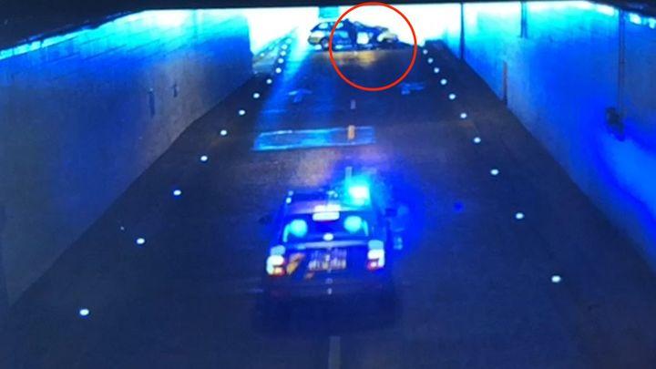 Video: Takhle policista zatarasil cestu ujíždějícímu motorkáři