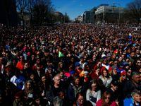 Jeden z největších protestů od války ve Vietnamu. Statisíce lidí v USA žádají omezit prodej zbraní